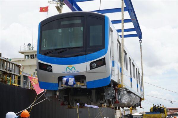 cáp vải được sử dụng để cẩu tàu metro