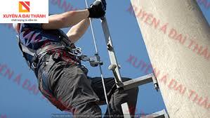 hình minh họa cách sử dụng dây chống rơi có khóa hãm trượt